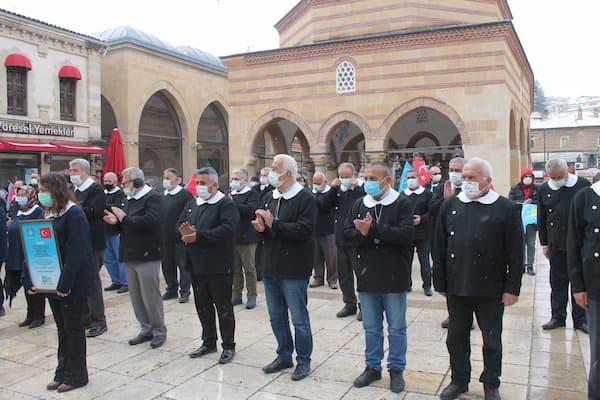 İYİ Partili büyükler önlük giyip Andımız okudu - serbestiyet.com